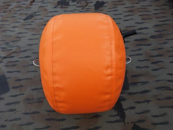 Оранжевый буй для ловли сома